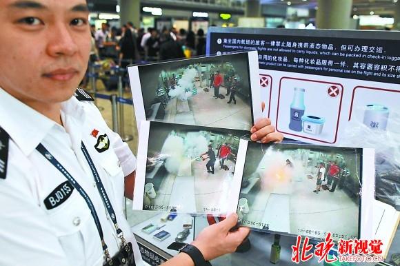 实拍首都机场美女安检员:每天站立8小时