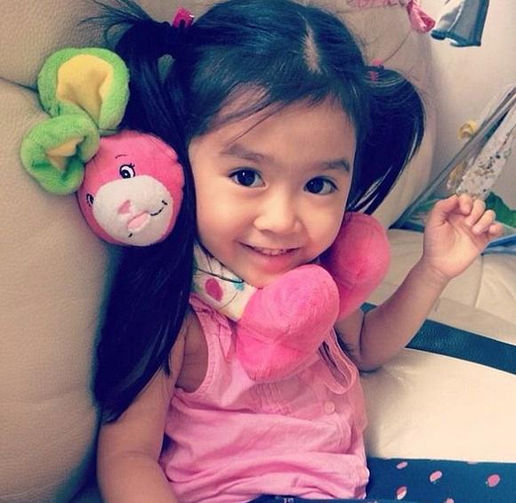 韩国5岁混血萝莉爆萌照走红 成迪拜土豪座上宾