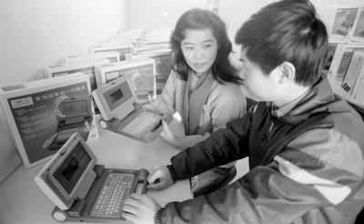 ...电脑学习机.它有英语、算术、绘画、作曲等16中趣味学习功...
