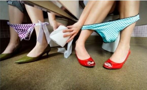 偷拍女人上厕所拍逼��)�h�_万象  2015年3月17日讯,农民马某上厕所期间突发奇想,用手机偷拍女人