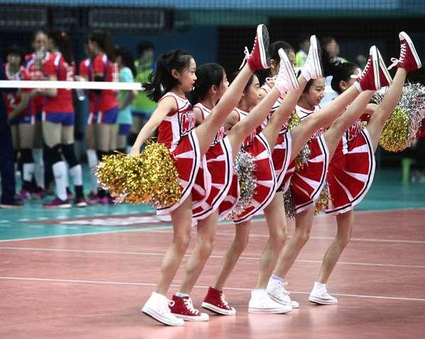 """花游小姐妹""""闪亮""""光彩体育馆 北汽啦啦队与众不同"""