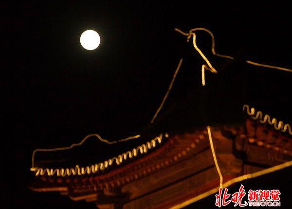 关于中秋月亮的��b_中秋月亮